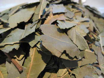 bay-leaves-chopped